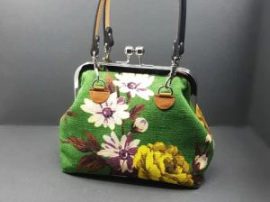 How to attach a glue in purse frame